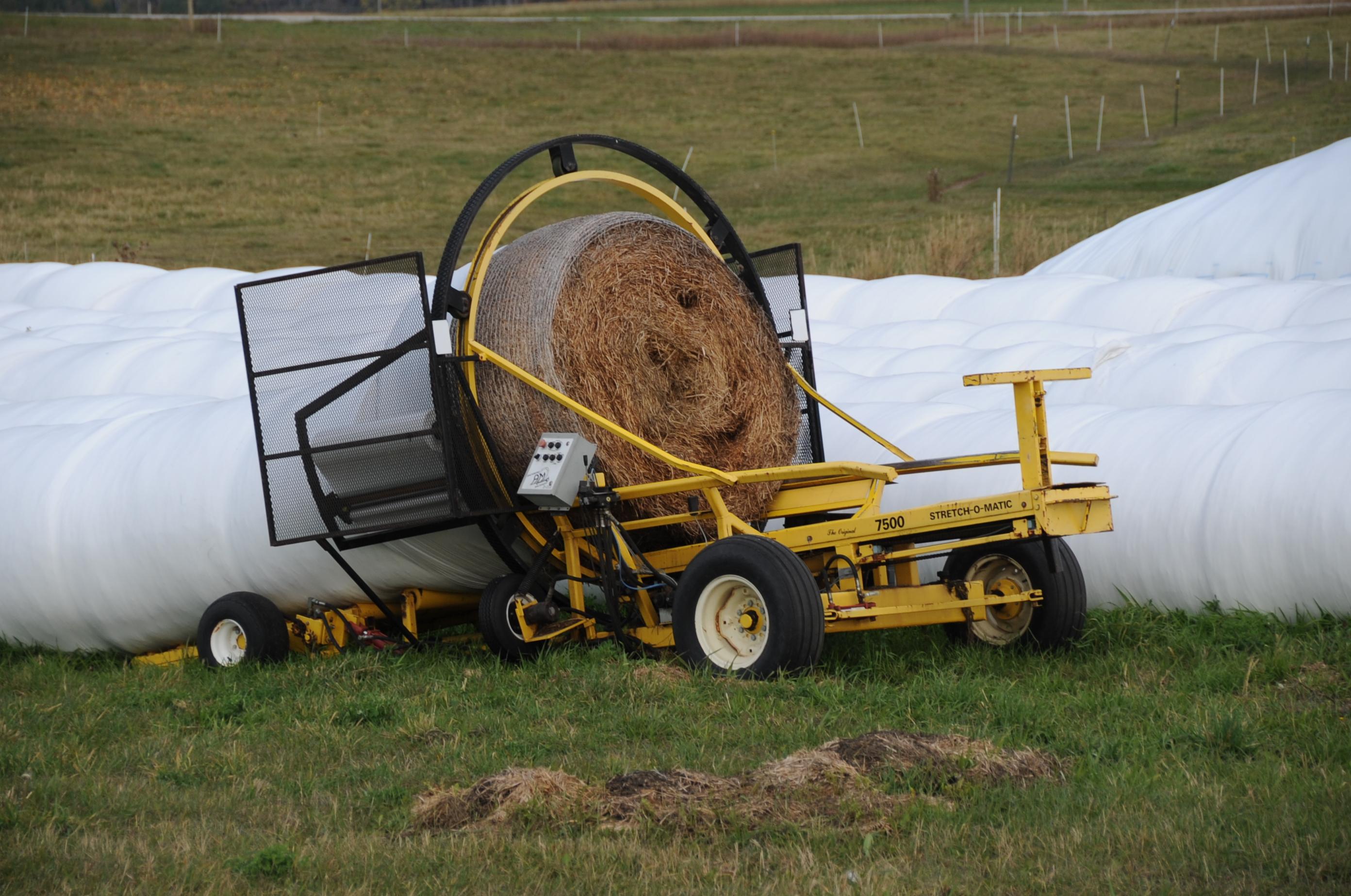 File:AM Stretch-O-Matic 7500 tubular bale wrapper.jpg ...