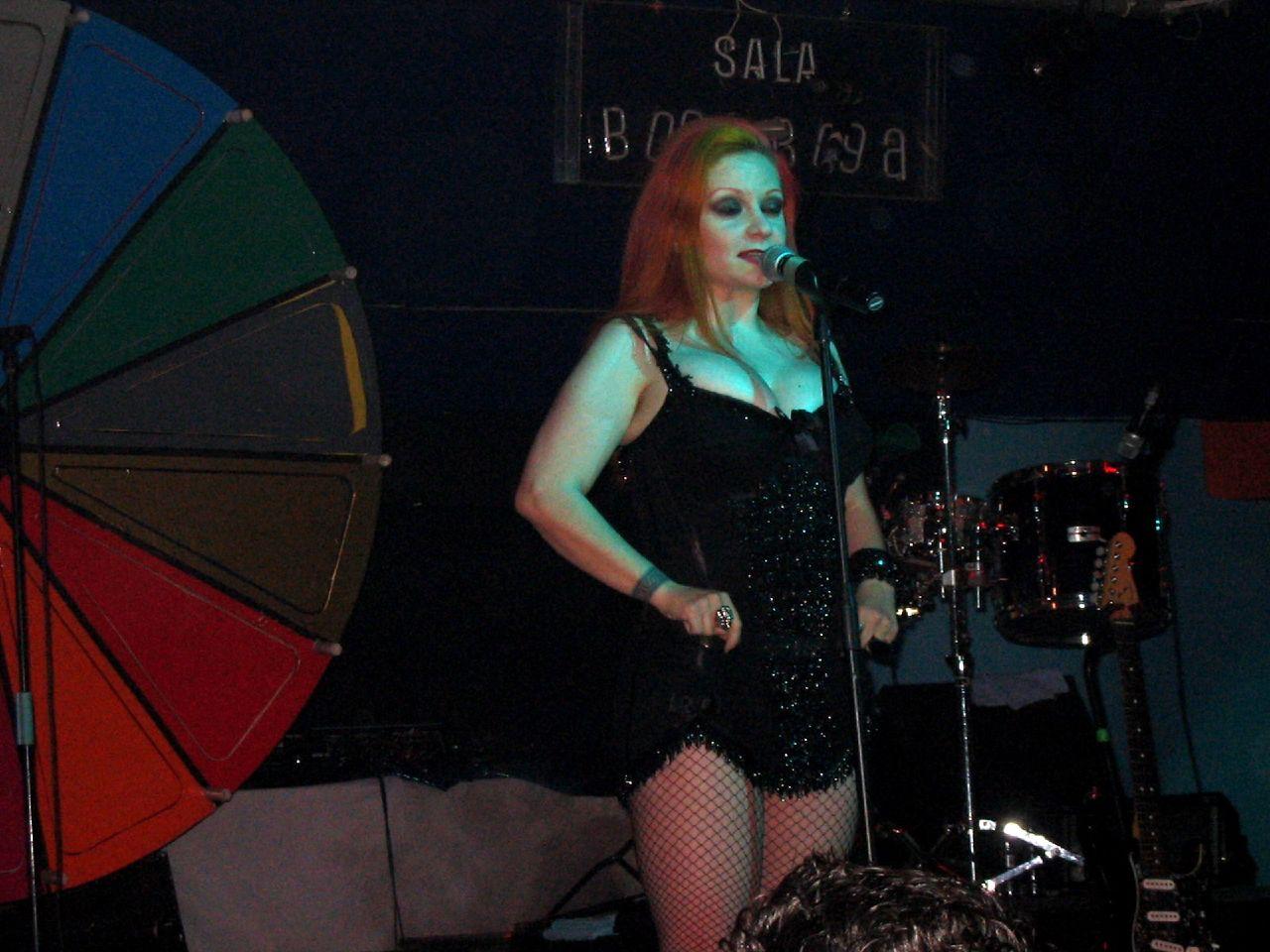 Alaska cantando en un concierto de Fangoria en 2005.