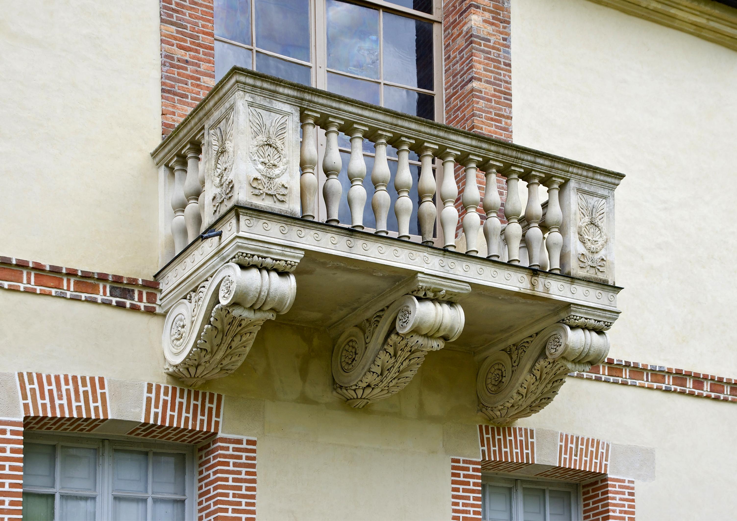 File balcon pierre ch teau wikimedia for Balcon in english