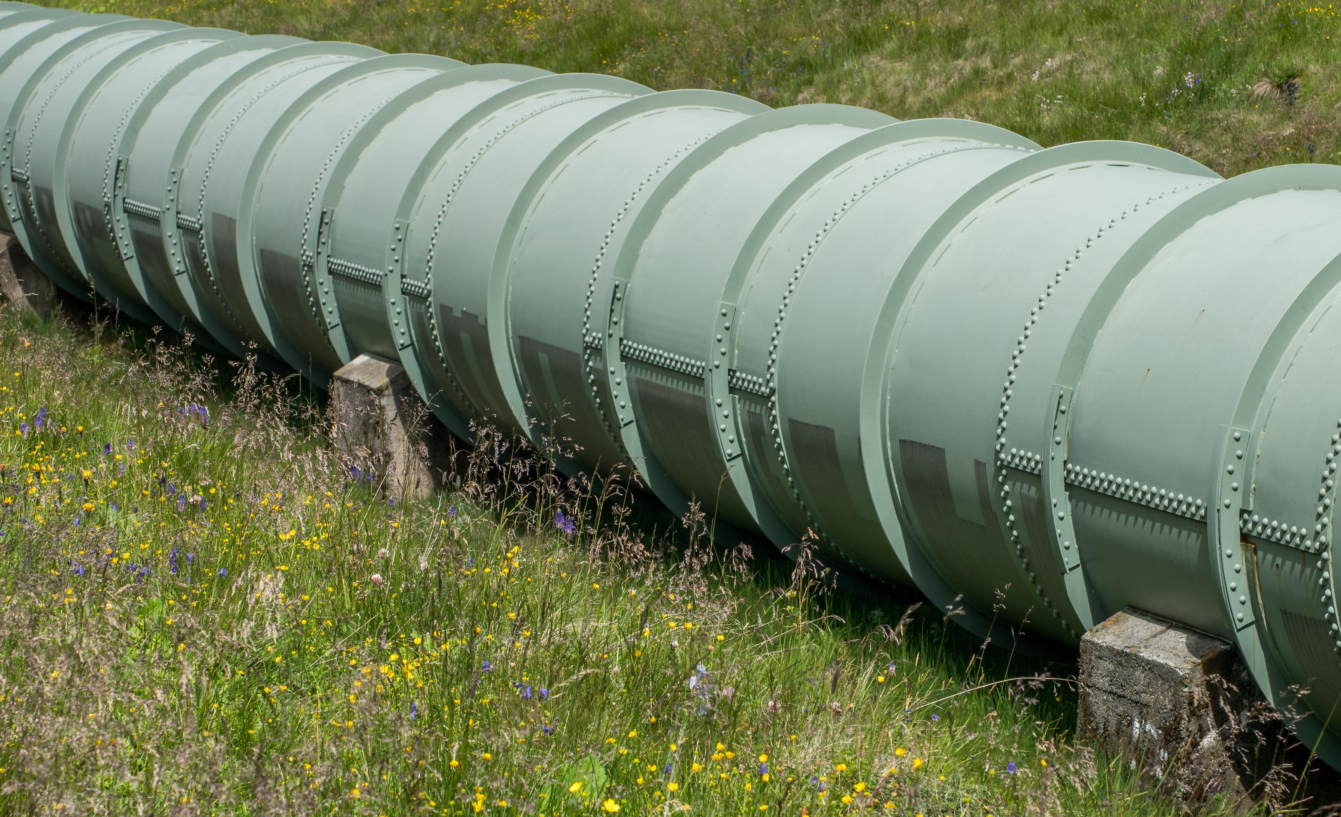 File:Bielerhöhe - Silvrettastausee - Wasserleitung 05.jpg ...