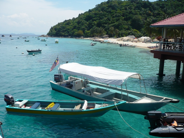 Boats at Perhentian Kecil jetty. Source: Wikimedia Commons