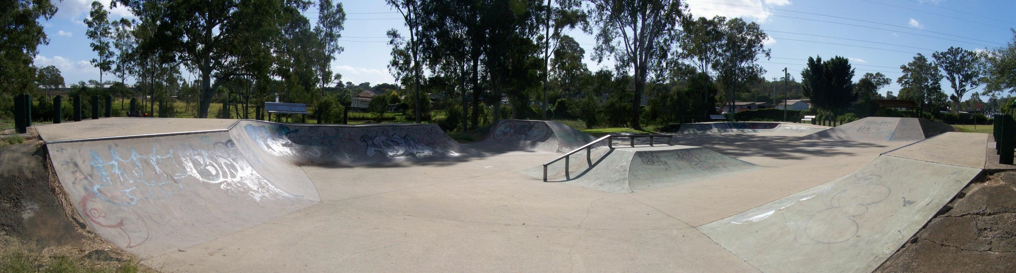 File:Bundamba skate bowl - panoramio (1).jpg - Wikimedia ...