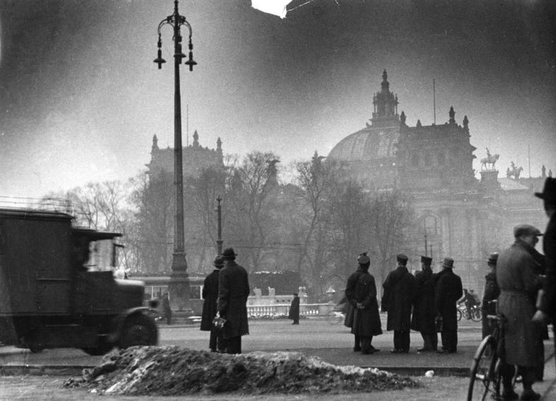 Deutsches Reich Bundesarchiv_Bild_146-1977-148-19A%2C_Berlin%2C_Reichstagsbrand