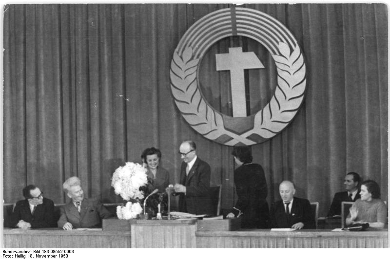 Bundesarchiv Bild 183-08552-0003, Berlin, 1. Volkskammersitzung.jpg