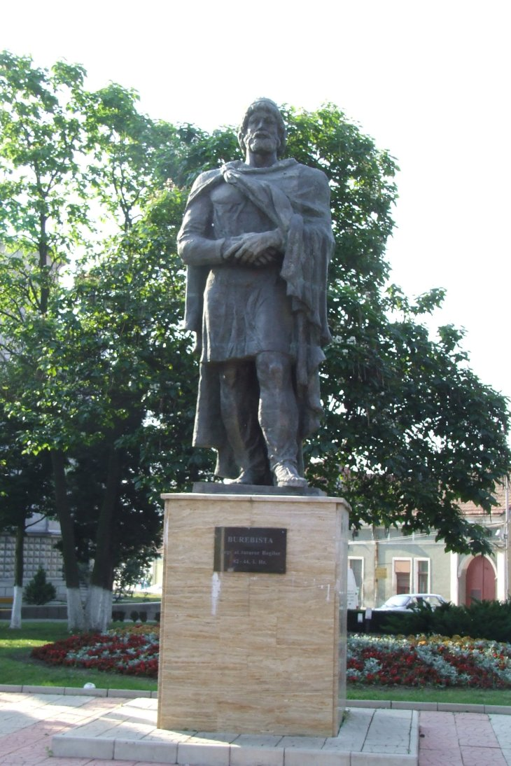 Fişier:Burebista statue in Orastie.JPG
