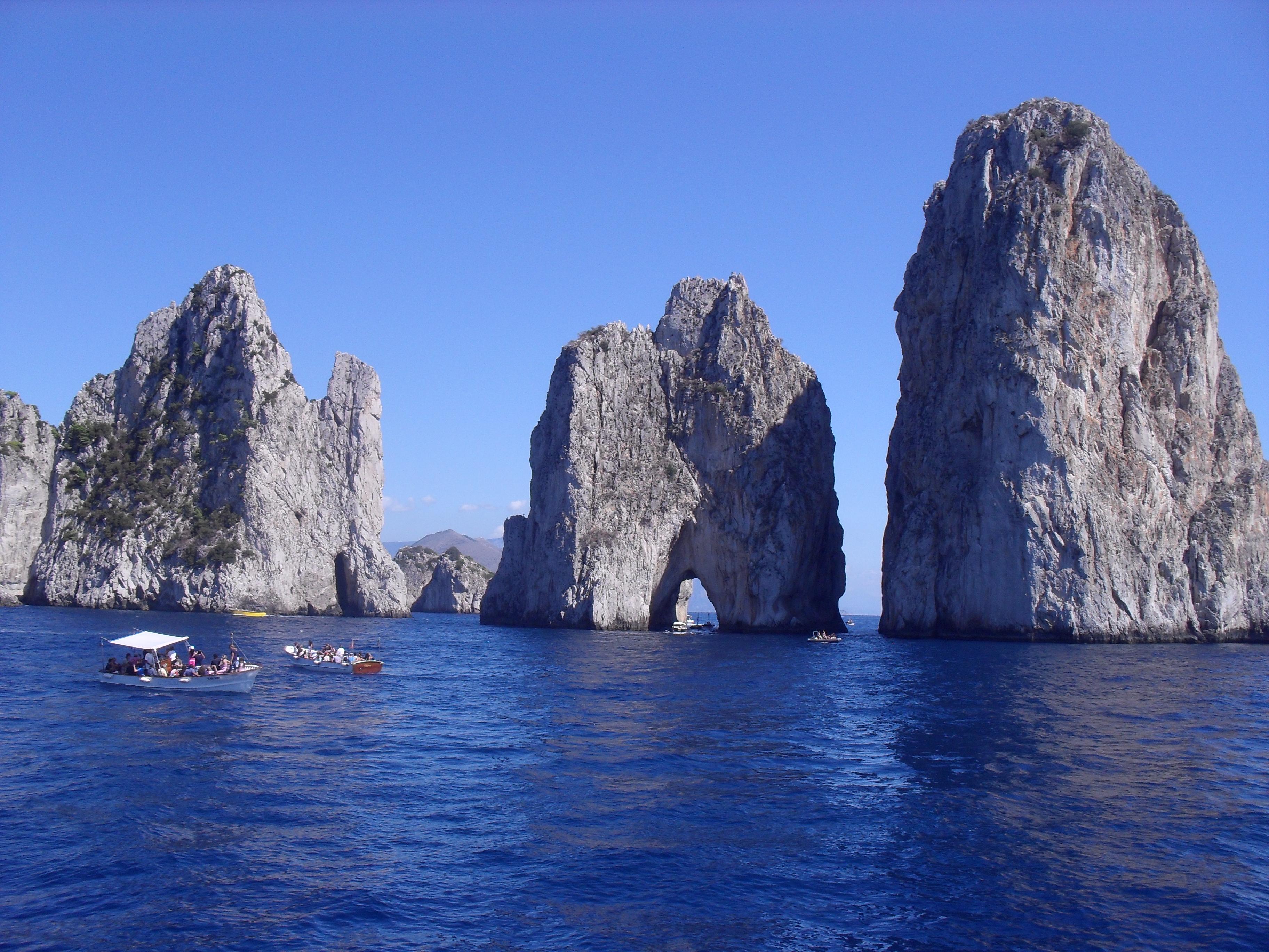 File:Capri, Italia.jpg - Wikimedia Commons