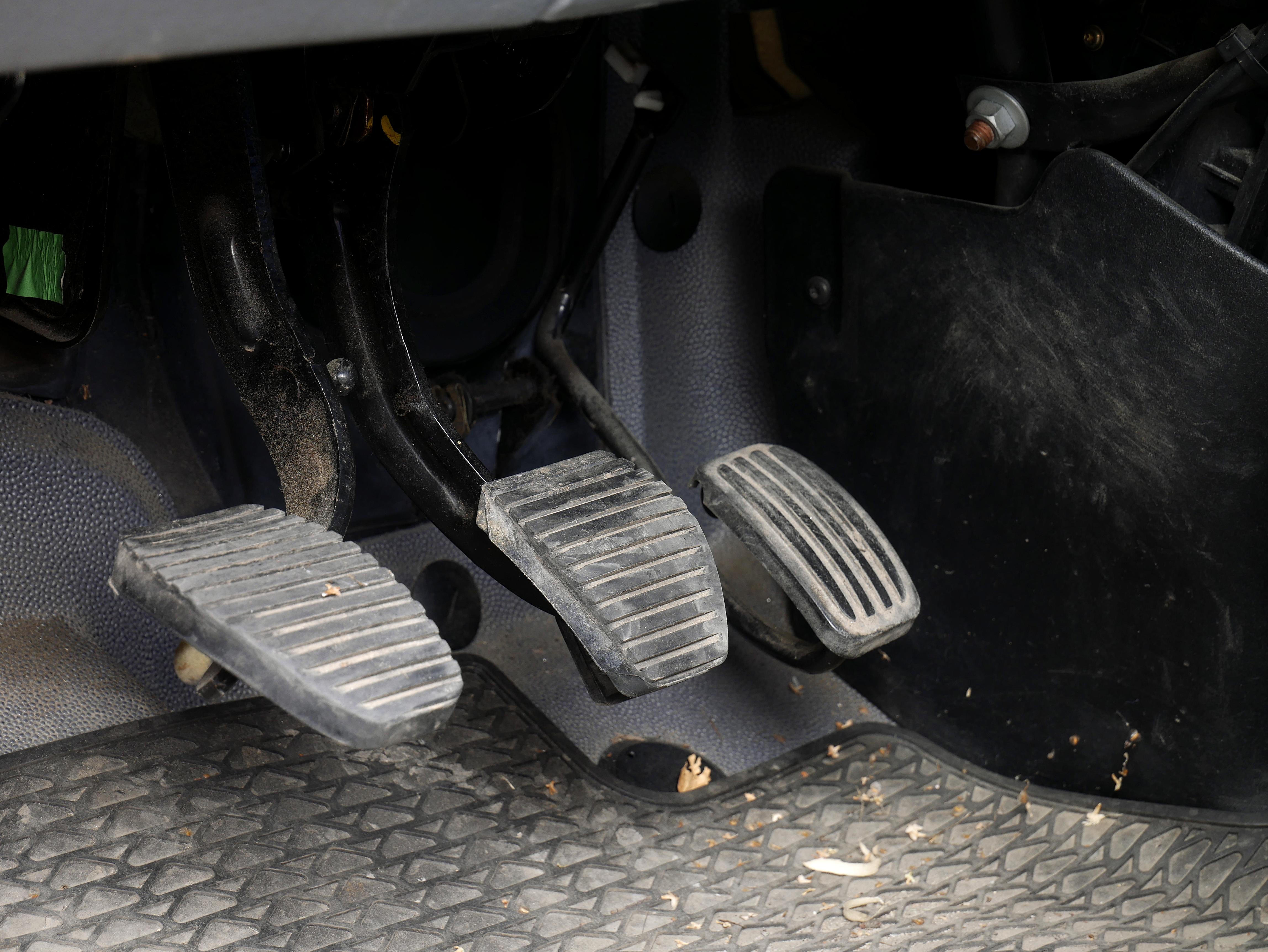 Car_pedals_20180814.jpg