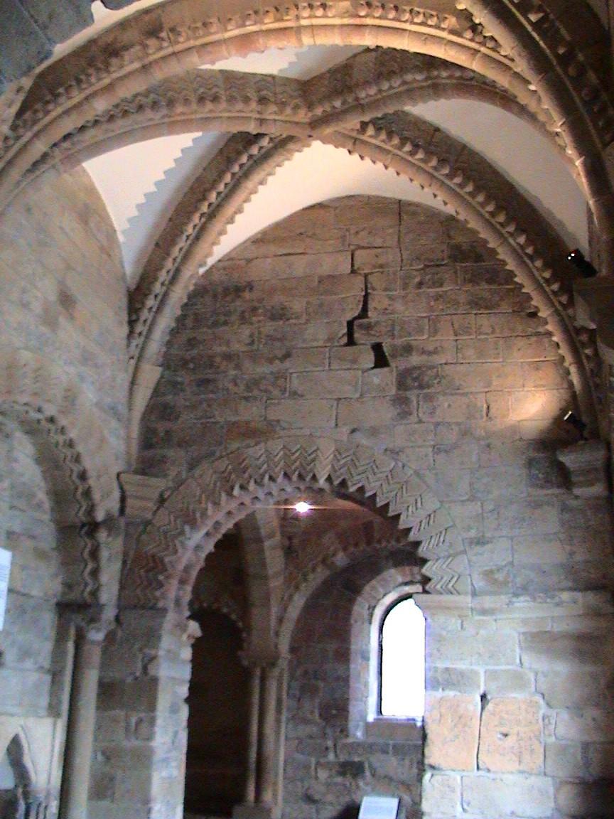 File:Chapel inside Castle Keep.jpg - Wikimedia Commons