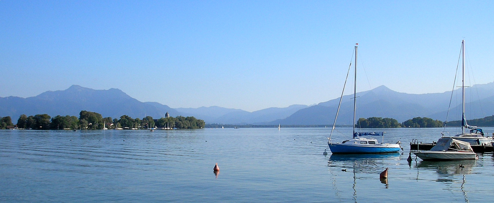 http://upload.wikimedia.org/wikipedia/commons/6/68/Chiemsee_Gstaad.jpg