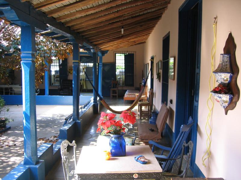 File colonial wikimedia commons - Porches de casas ...