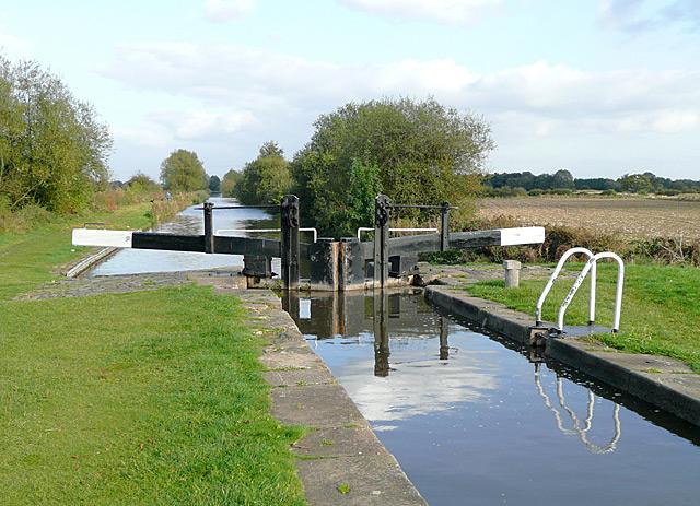 Common Lock No 14 near Fradley, Staffordshire - geograph.org.uk - 1566946