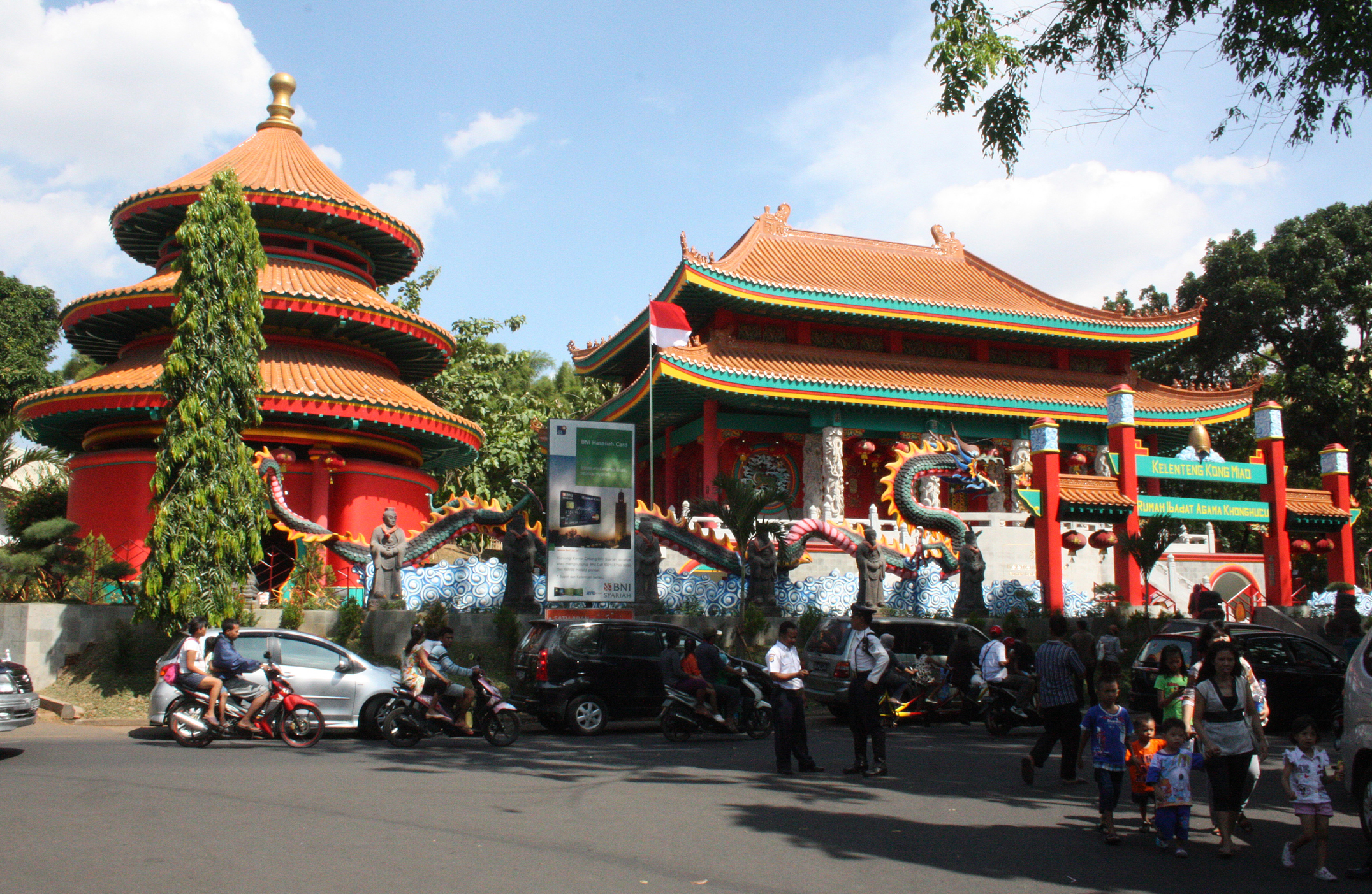File Confucian Temple In Tmii Jakarta Jpg Wikimedia Commons