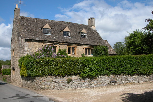 Cotswold house in the village of Naunton - geograph.org.uk - 177183