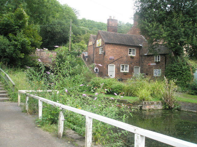 File:Cottage near the Tar Tunnel - geograph.org.uk - 1456724.jpg