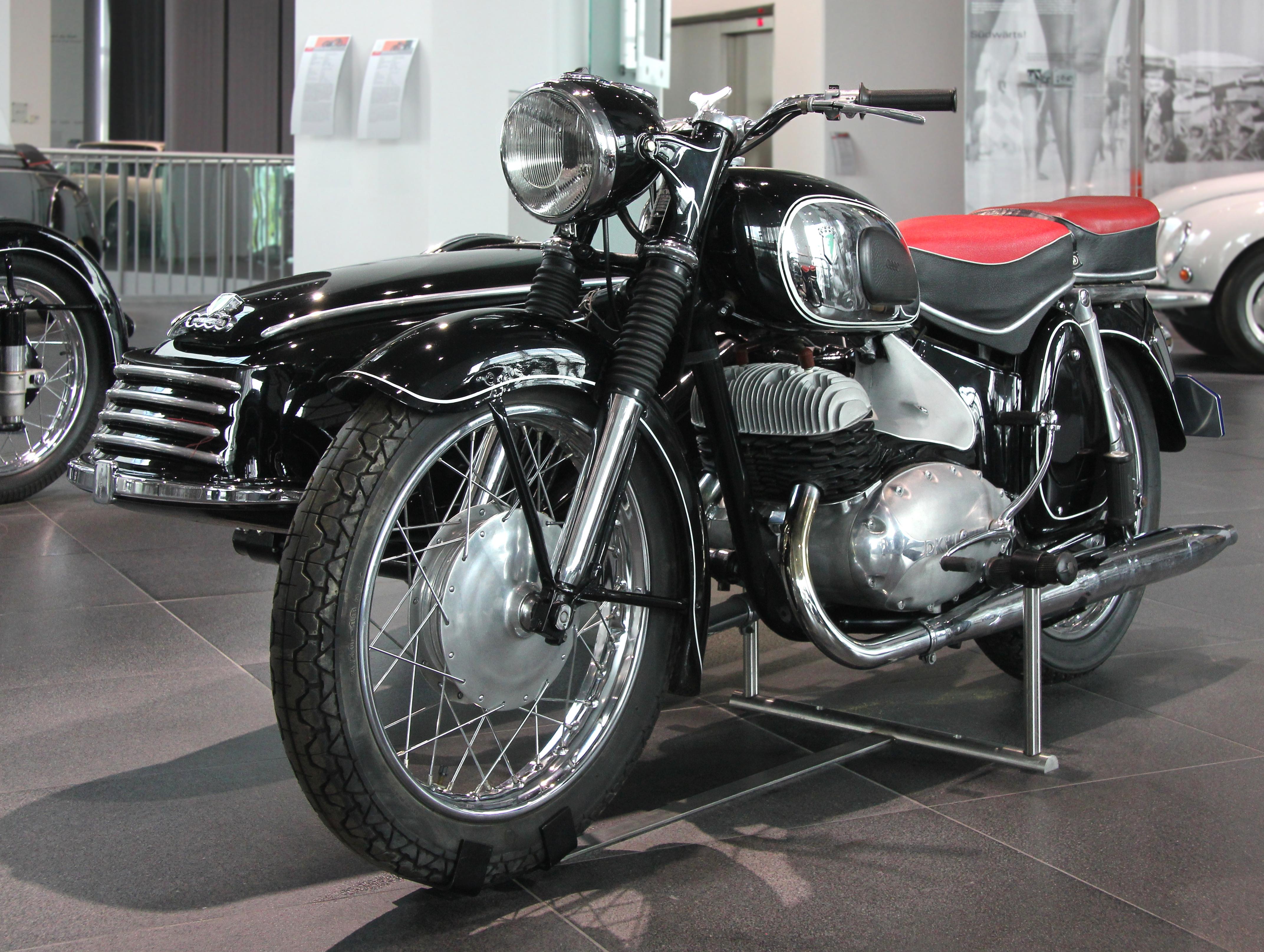 1956 Museum bj 1956 Links im Museum