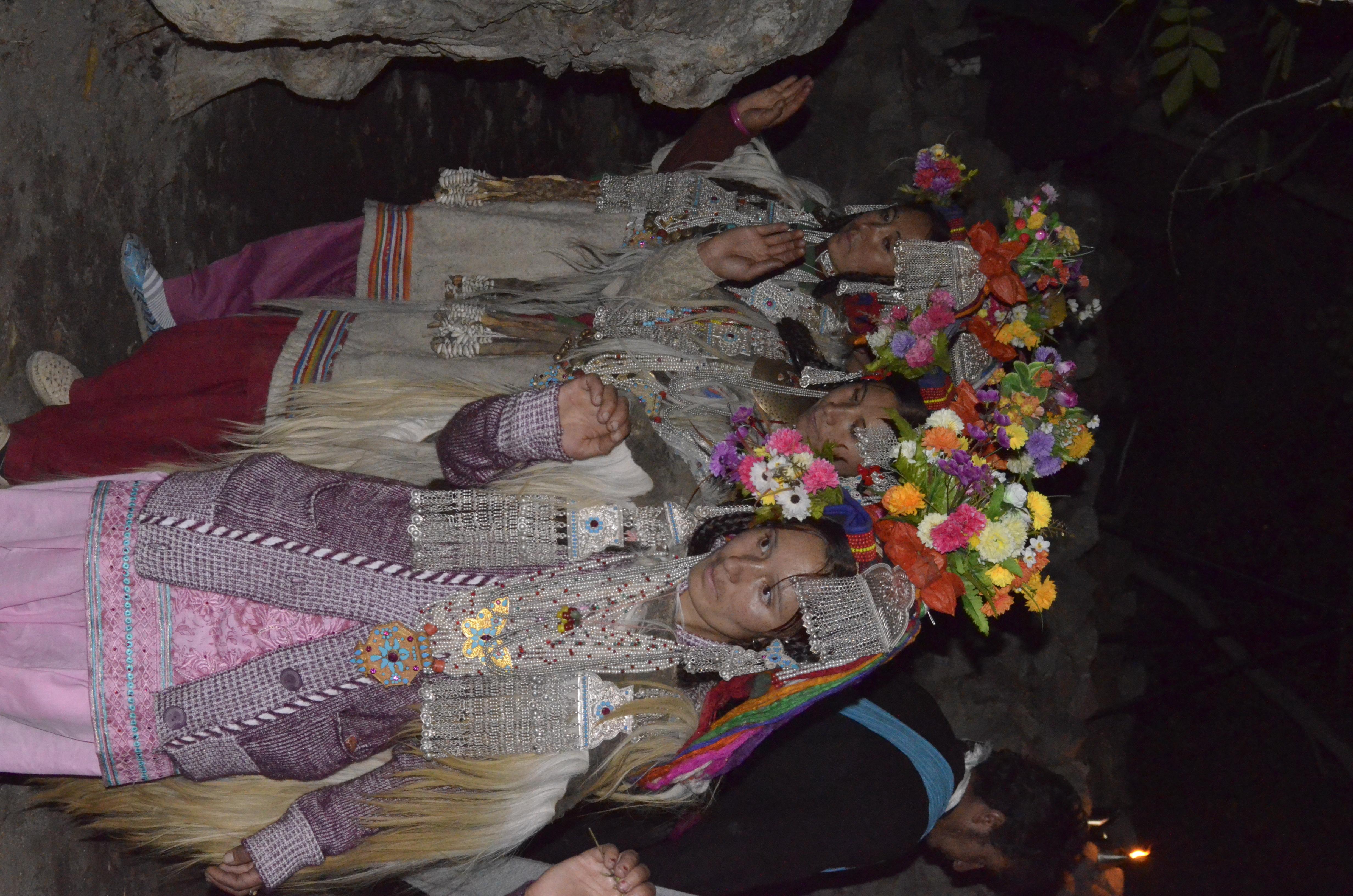 Filedancing Brokpa Women And Beautiful Flowers On The Headg