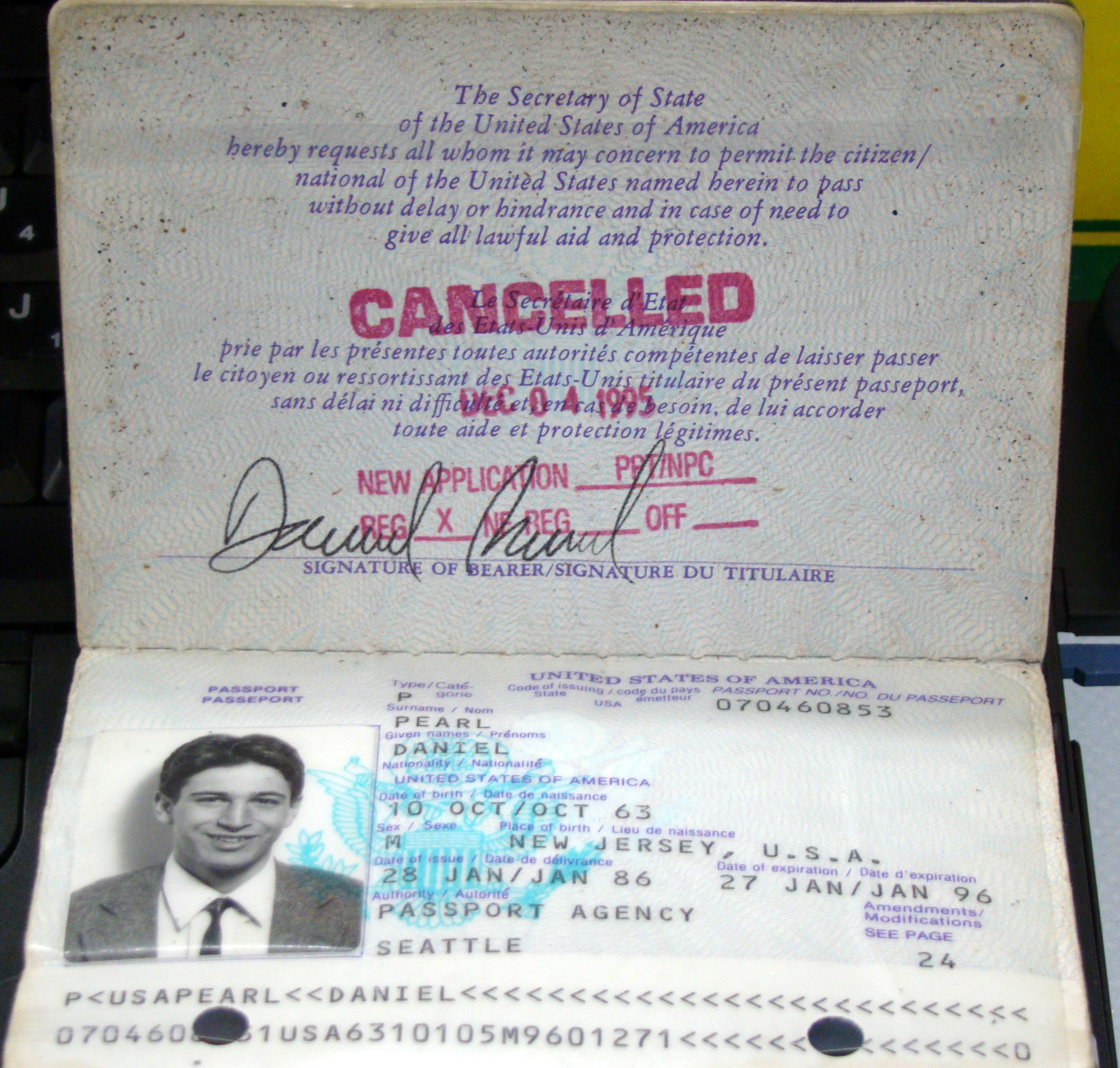File:Daniel Pearl Passport.JPG - Wikimedia Commons