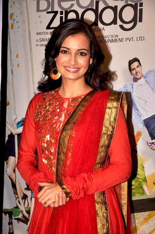 The 36-year old daughter of father Ahmed Mirza and mother Deepa Mirza, 168 cm tall Diya Mirza in 2017 photo