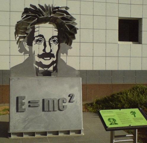 Einstein sculpture at questacon