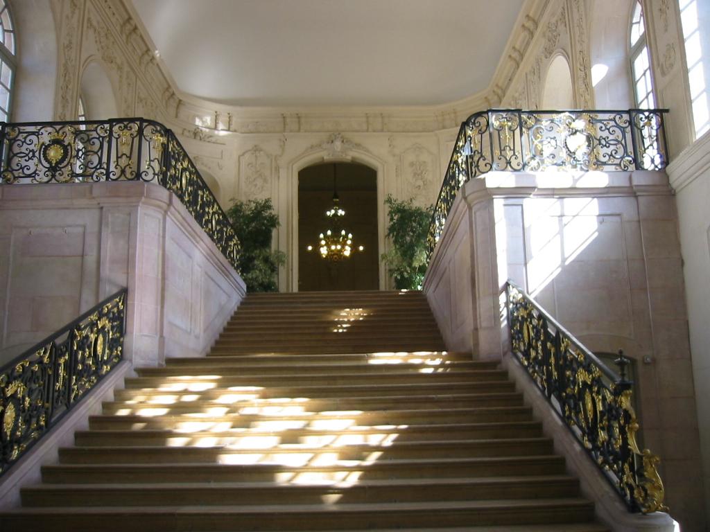 file escalier duc de bourgogne jpg wikimedia commons. Black Bedroom Furniture Sets. Home Design Ideas