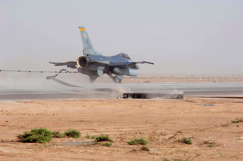 F-16_field_arrestment.jpg