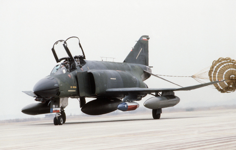 F-4D_924th_TFG_landing_in_Korea_1985.JPE