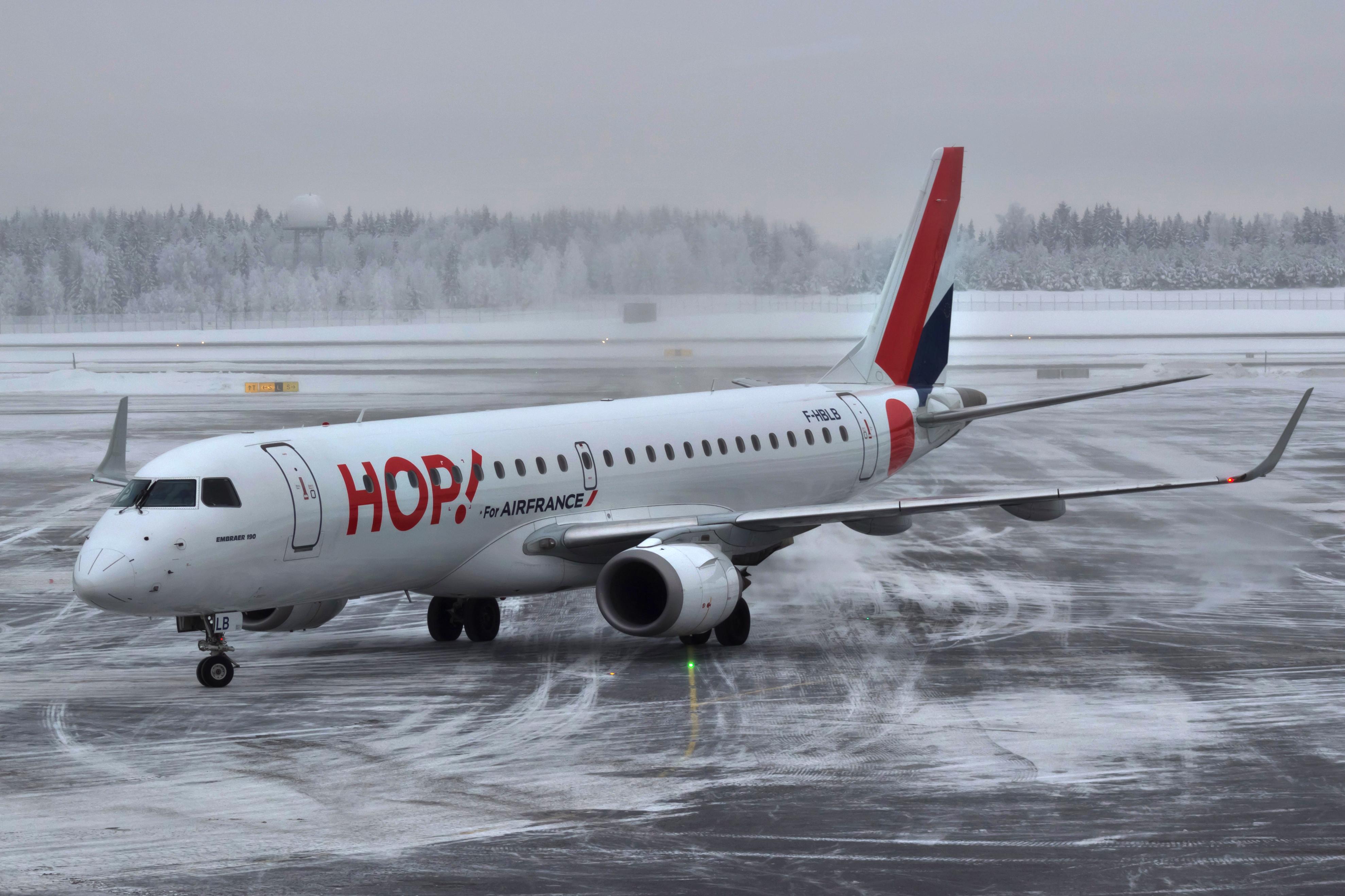 File:F-HBLB Embraer 190 HOP OSL.jpg