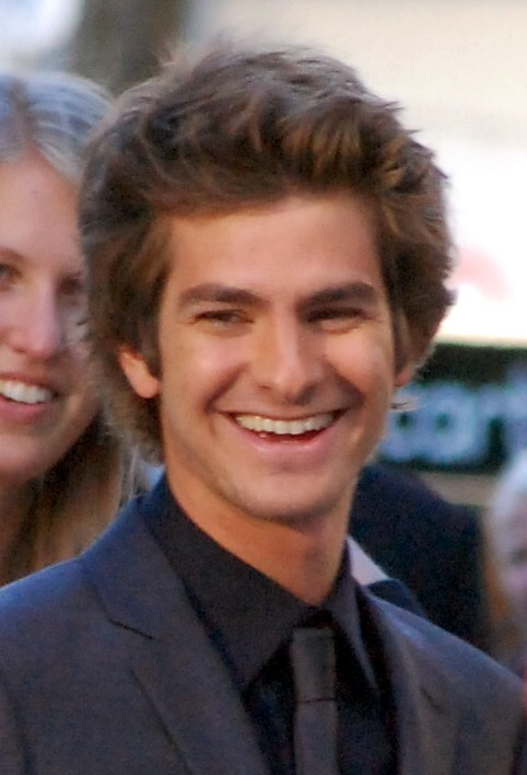 The 34-year old son of father Richard and mother Lynn Hillman, 1.83 cm tall Andrew Garfield in 2017 photo