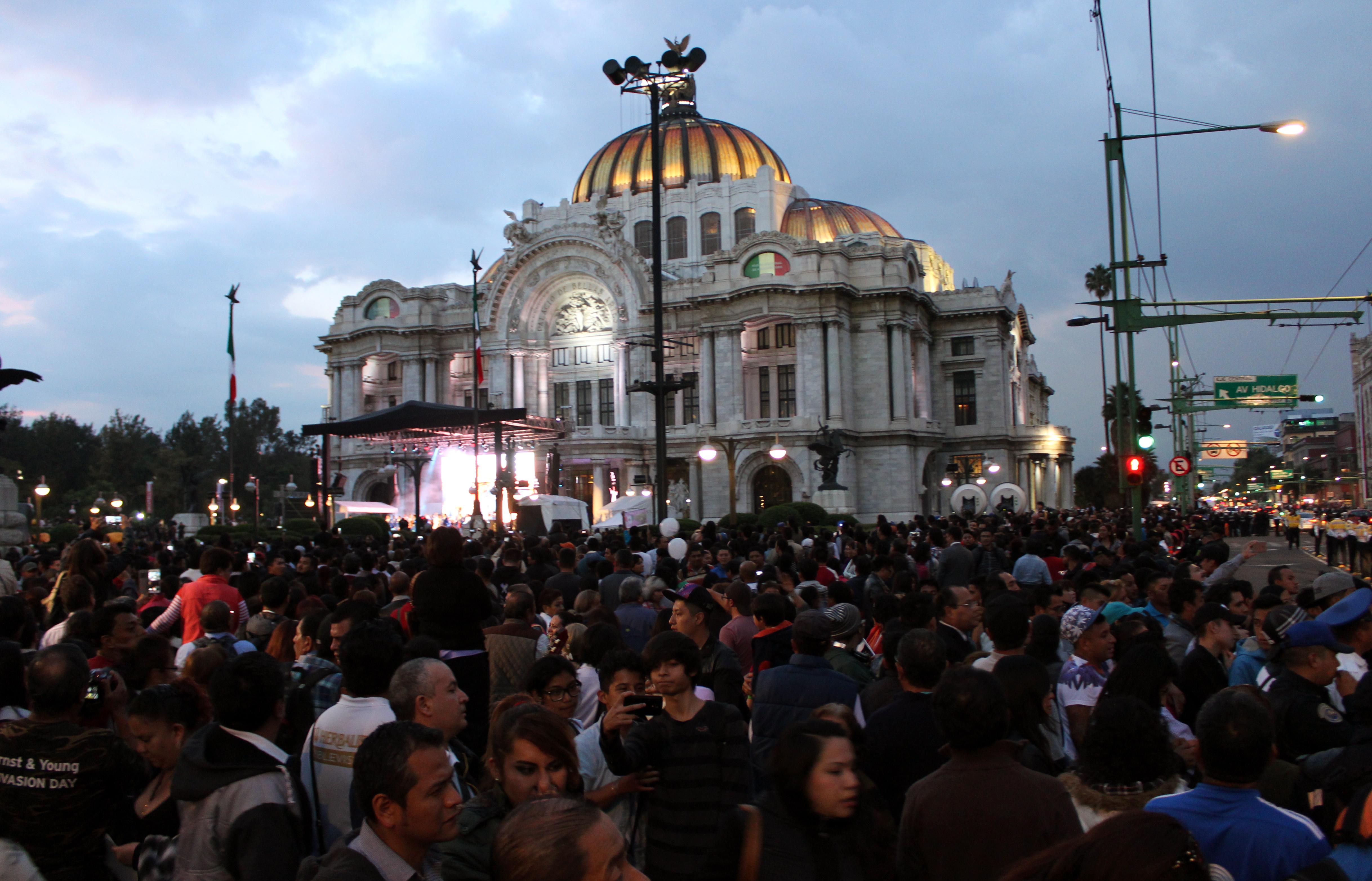 Funerales y Homenaje de Juan Gabriel en el Palacio de Bellas Artes, Ciudad de México, México