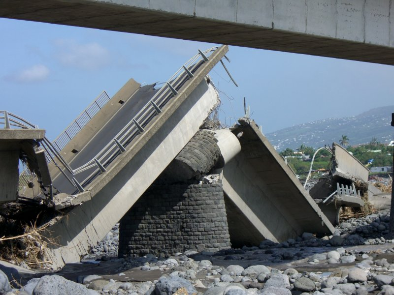 The broken bridge on the Saint-Étienne river after Gamède (force 3 cyclone).