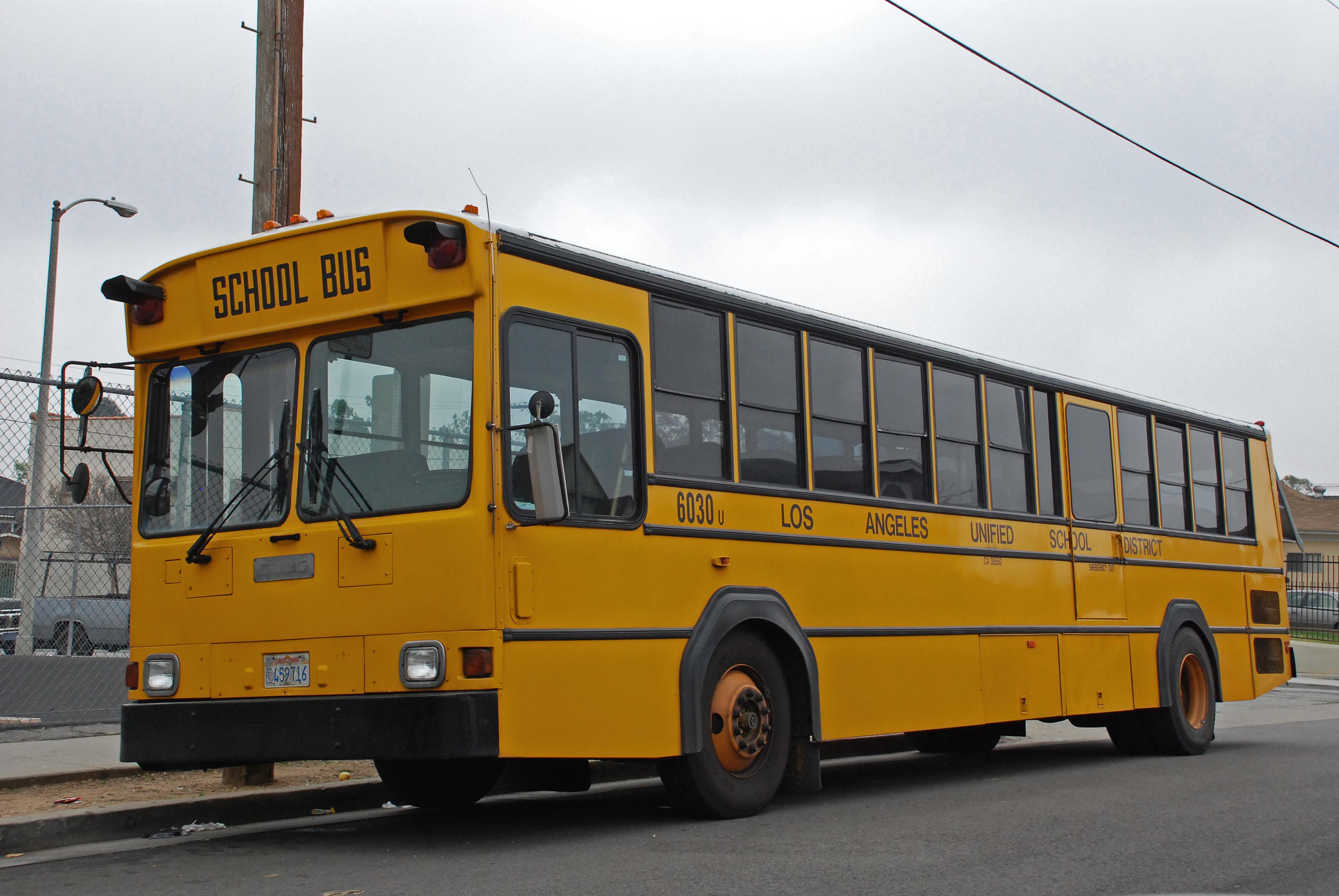 File:Gillig Phantom School Bus LAUSD.jpg - Wikimedia Commons