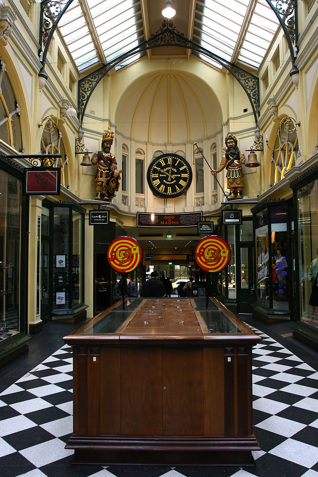 http://upload.wikimedia.org/wikipedia/commons/6/68/Gog%26Magog-2%2C-Royal-Arcade%2C-Melb%2C-11.08.2008.jpg