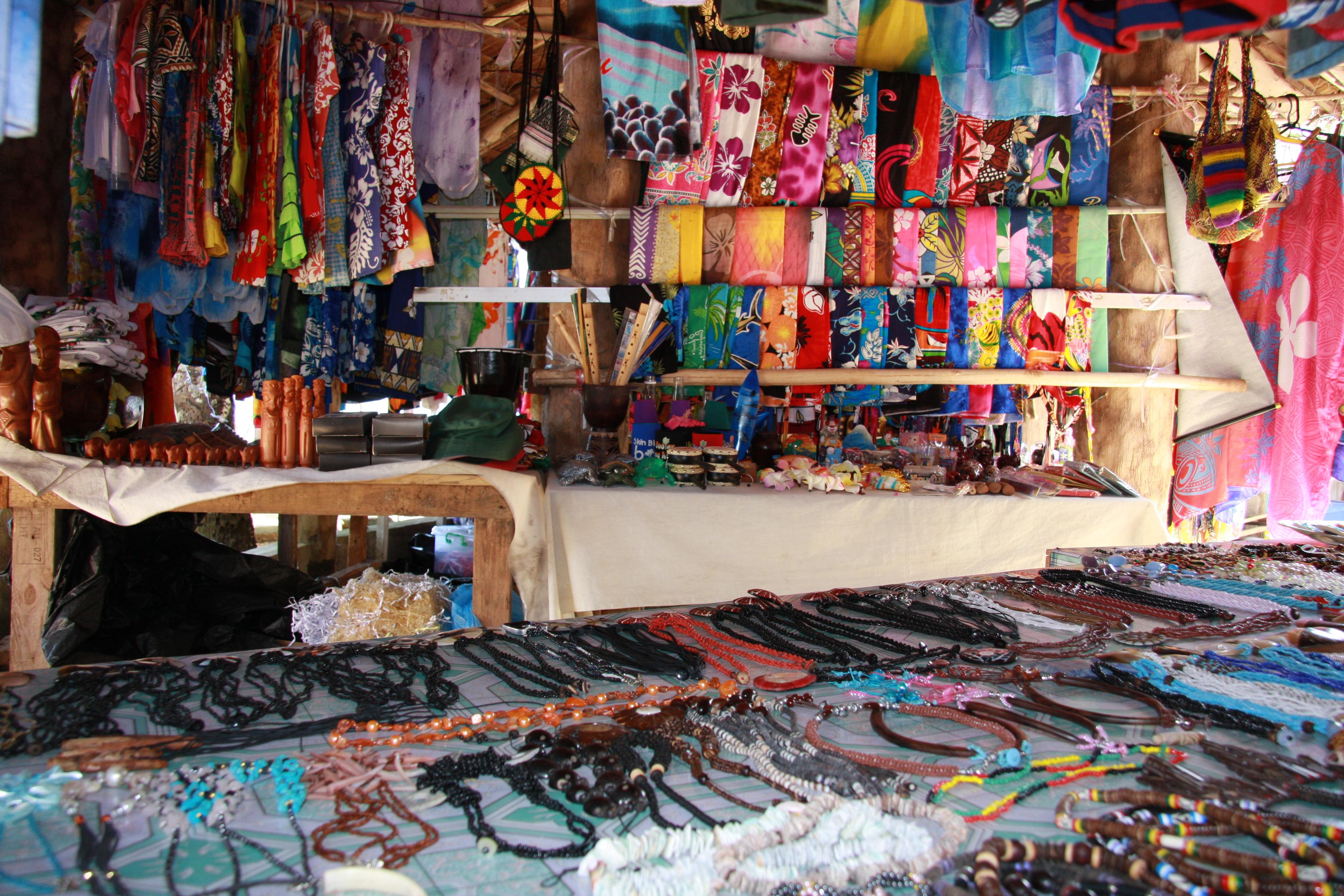 File:Handicraft market, Port Vila, Vanuatu 2009. Photo- Cindy ...