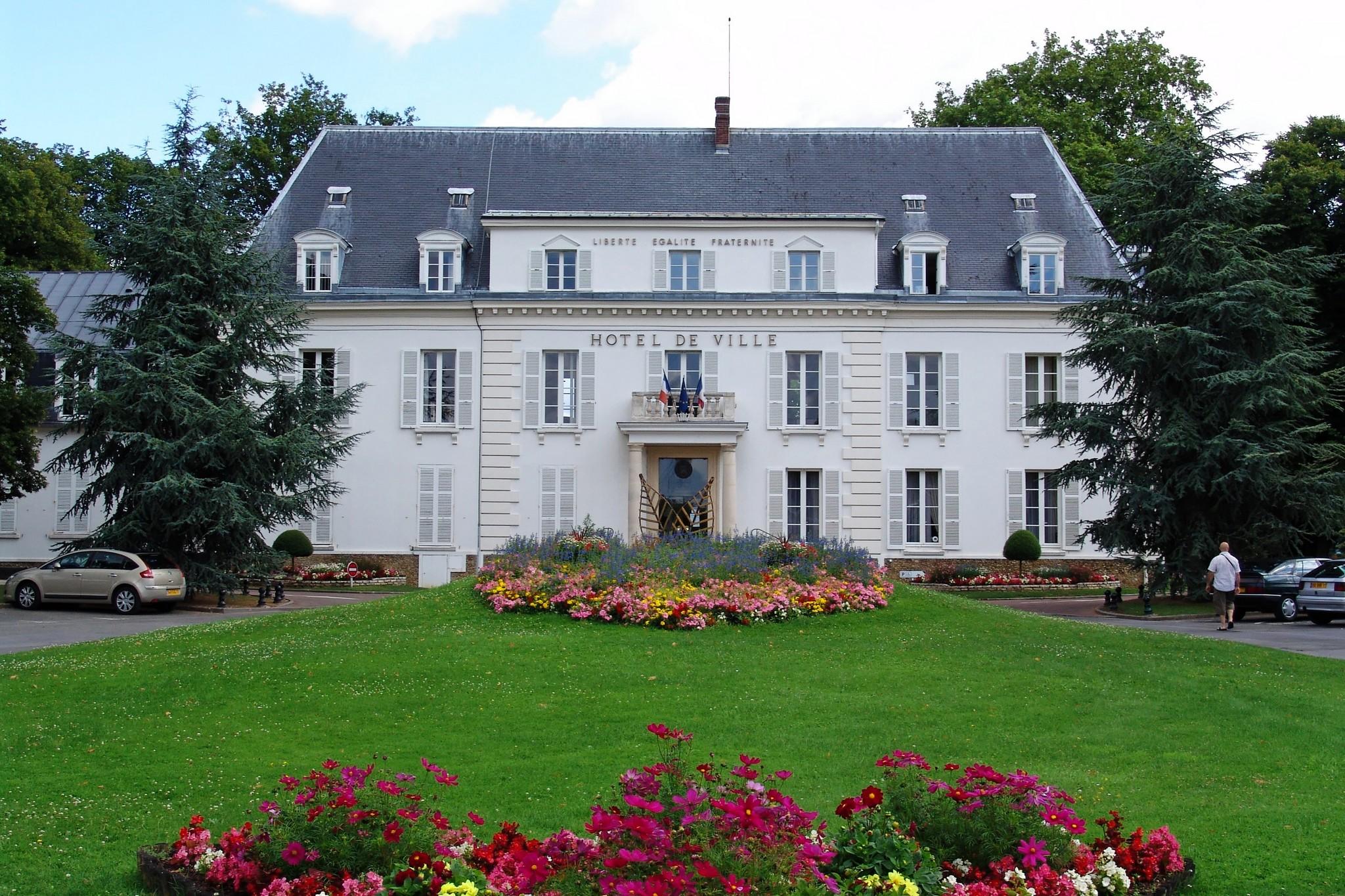 Hotel de ville de pontault combault