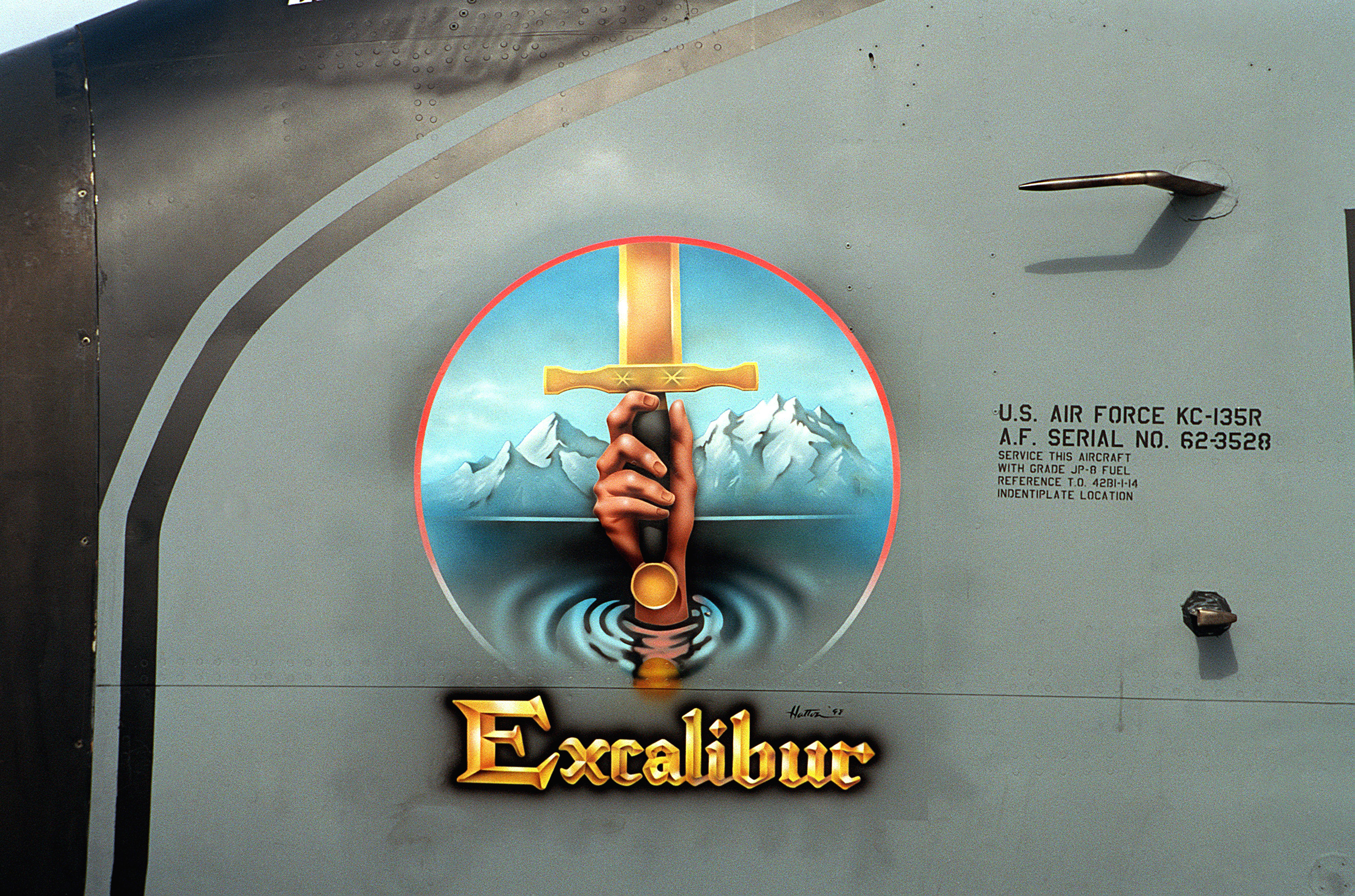 File Kc 135r Excalibur Nose Art Jpeg Wikimedia Commons