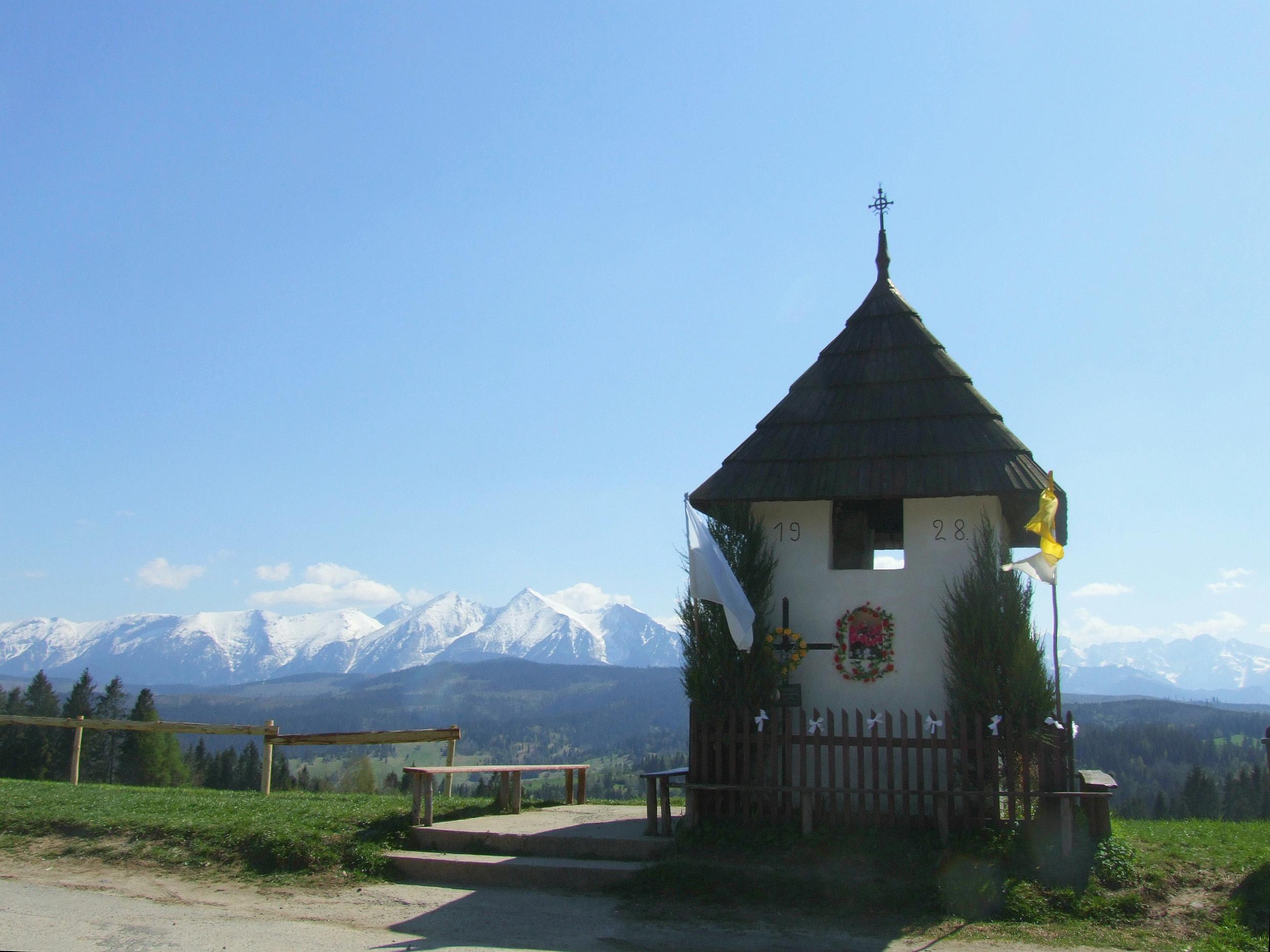 Kapliczka na Łapszańskiej Przełęczy