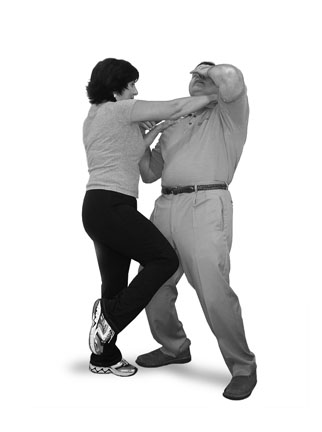 By Creator:Bill Valentine, Self Defense Coach and Instructor - Own work by uploader:http://www.womens-self-defense-instruction-online.com/knee-kick.html, Bill Valentine, Self Defense Coach,