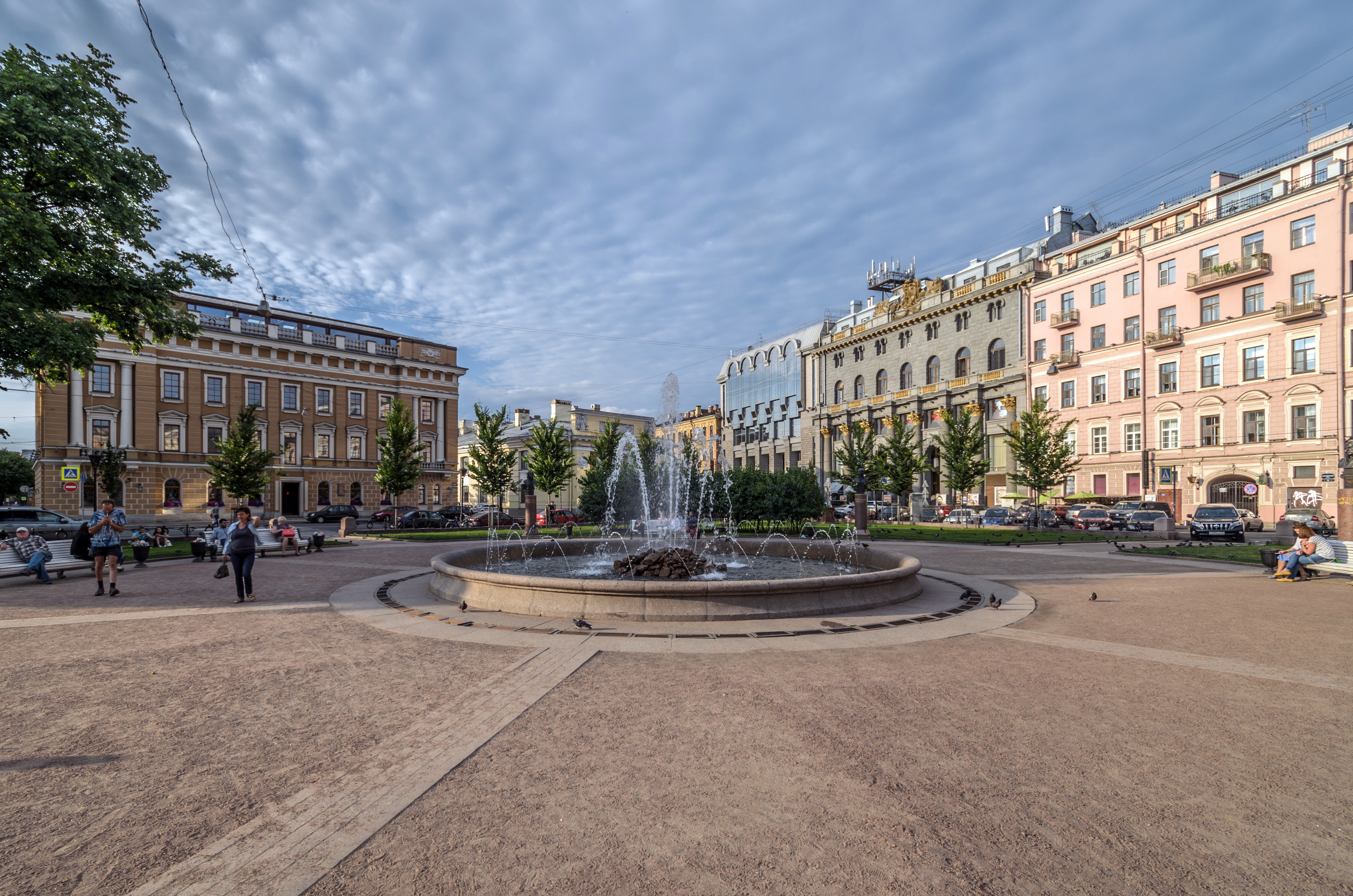 Файл:Manezhnaya Square SPB 01.jpg — Википедия