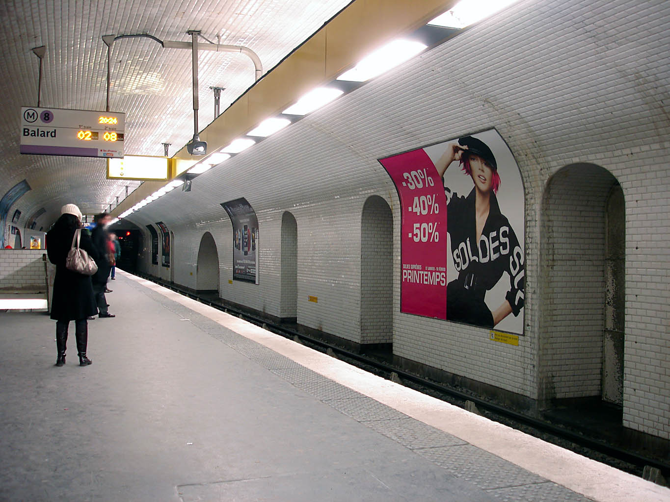 file metro de paris ligne 8 republique wikimedia commons. Black Bedroom Furniture Sets. Home Design Ideas