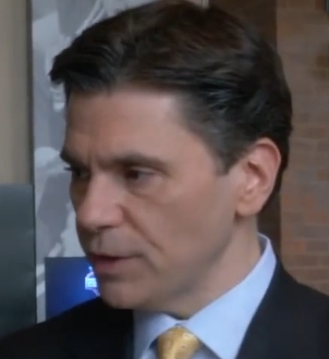 The 55-year old son of father (?) and mother(?) Mike Florio in 2021 photo. Mike Florio earned a 0.3 million dollar salary - leaving the net worth at 3 million in 2021