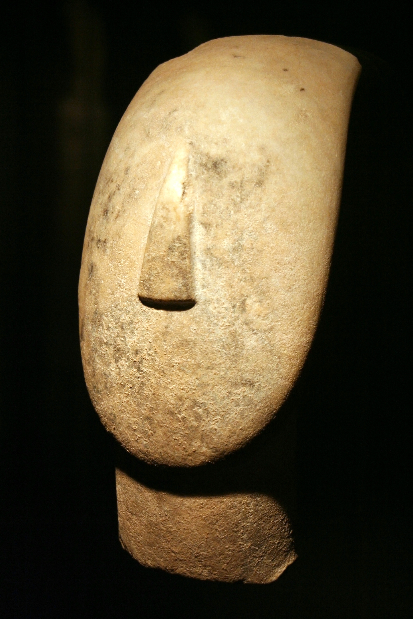 File:Museum of Cycladic Art - Head of a Figurine.jpg