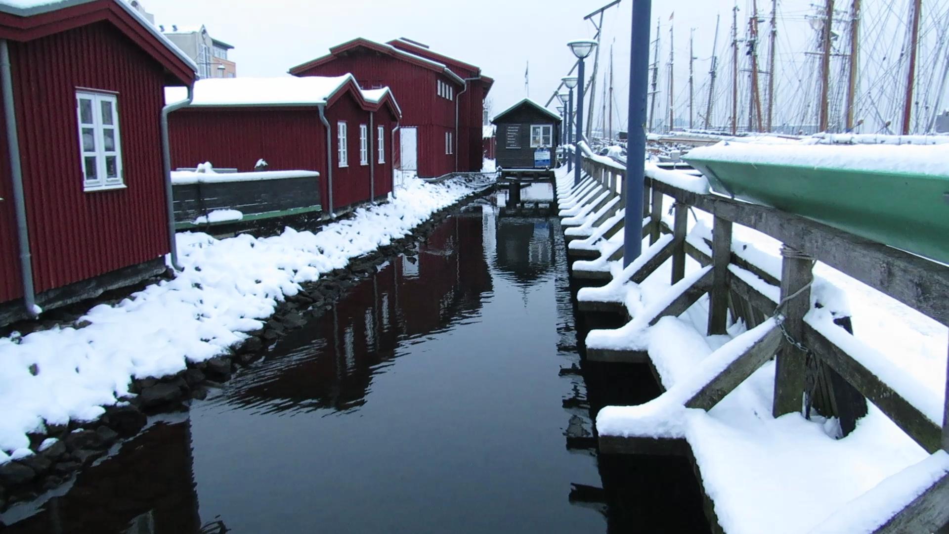 File museumswerft flensburg von der seite im winter links for Sofa von der seite