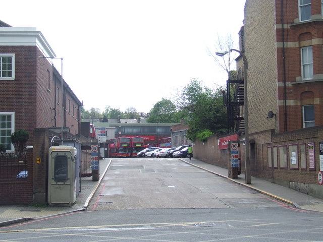 File:New Cross bus garage - geograph.org.uk - 1839122.jpg