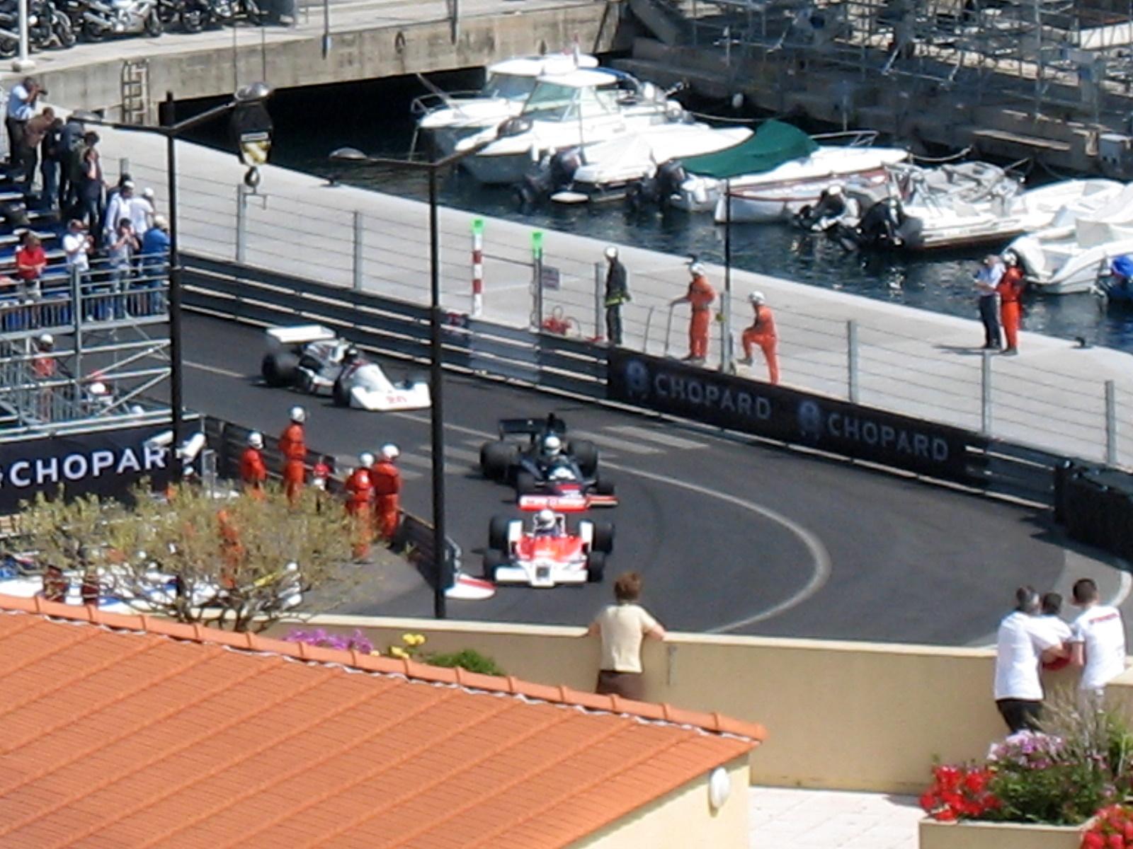 Description Old Car race weekend.jpg