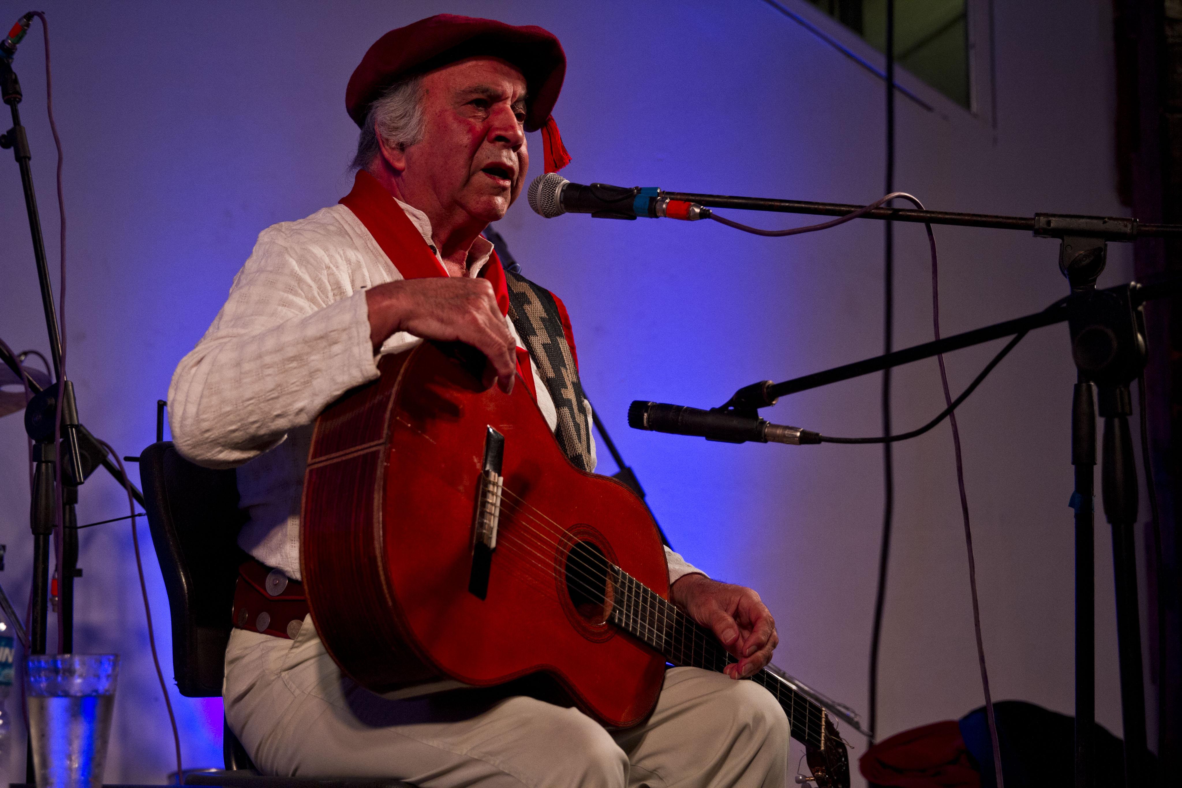 Omar Moreno Palacios en un recital en Huella Argentina (ciudad de La Rioja), en febrero de 2015. Fotografía de Mauro Rico (del Ministerio de Cultura de la Nación).