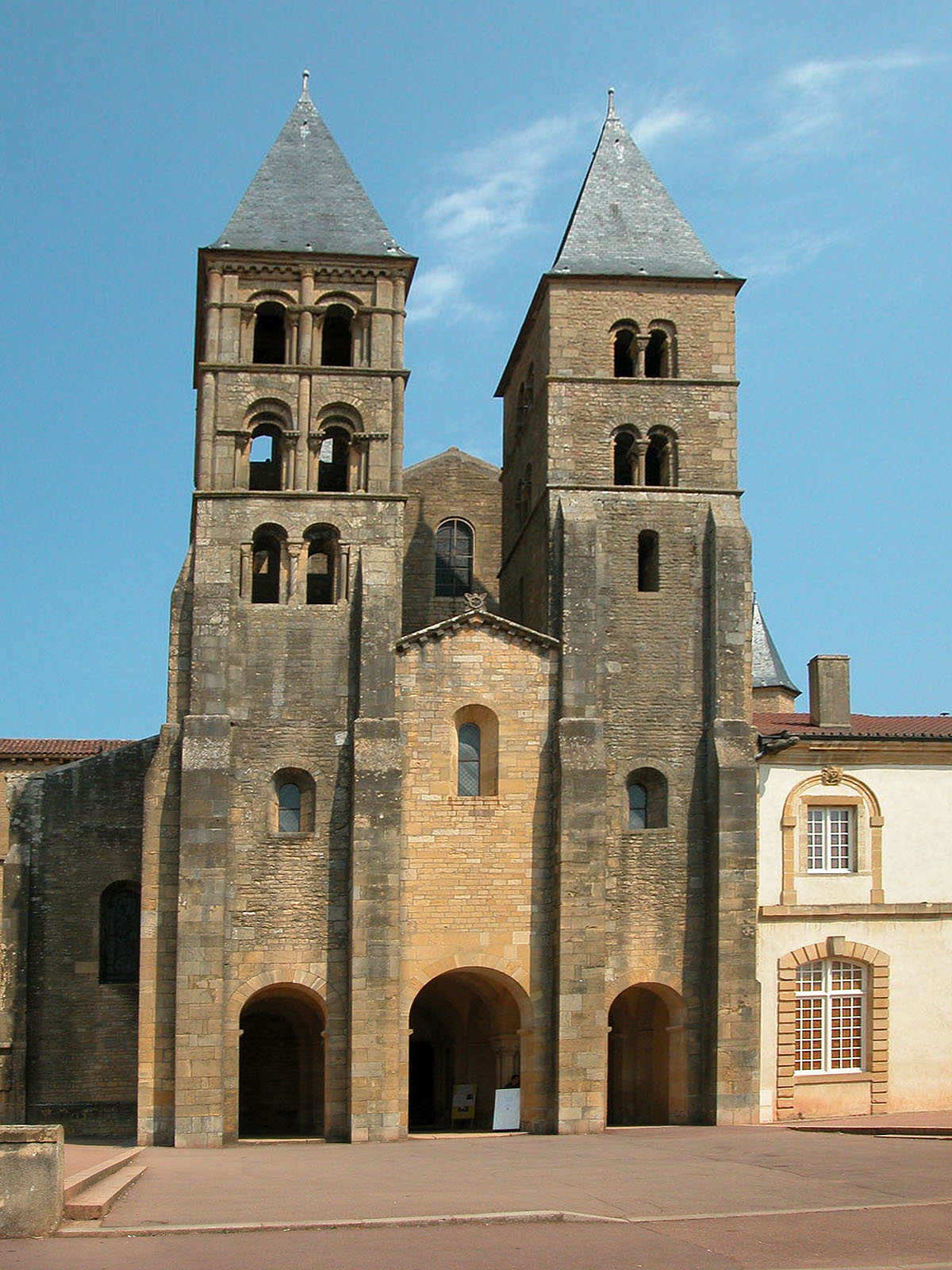 Architecte Paray Le Monial paray-le-monial - wikimedia commons