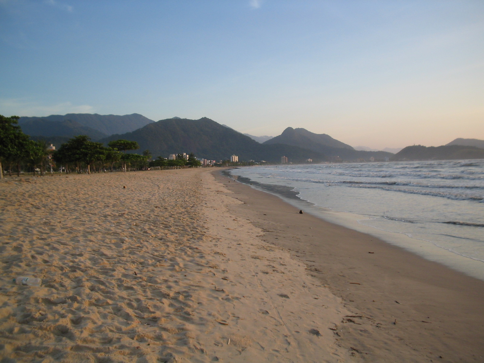 File:Praia do Indaia - panoramio - Silvio Emanuel Ferna… (2).jpg -  Wikimedia Commons