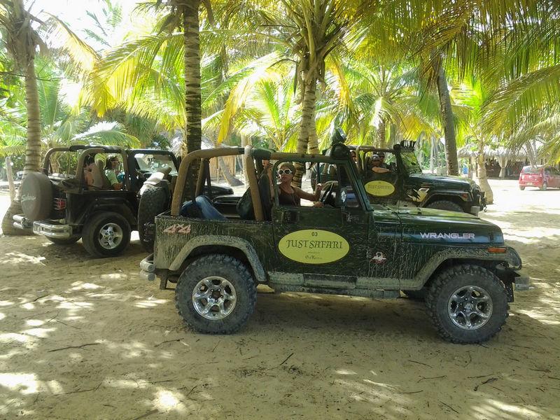 hue-city-tour-jeep