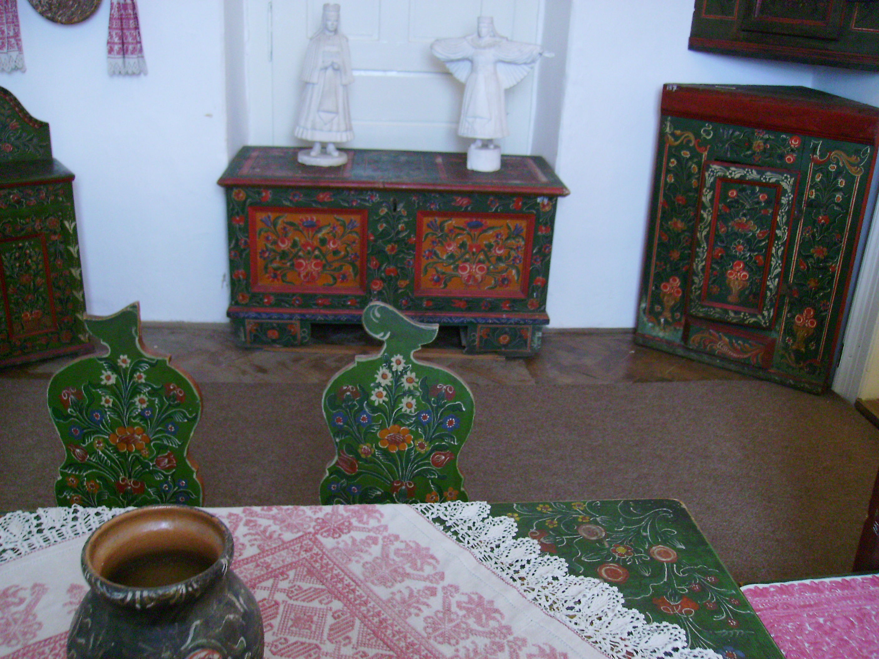 Rimetea Torocko traditional furniture 1.JPG