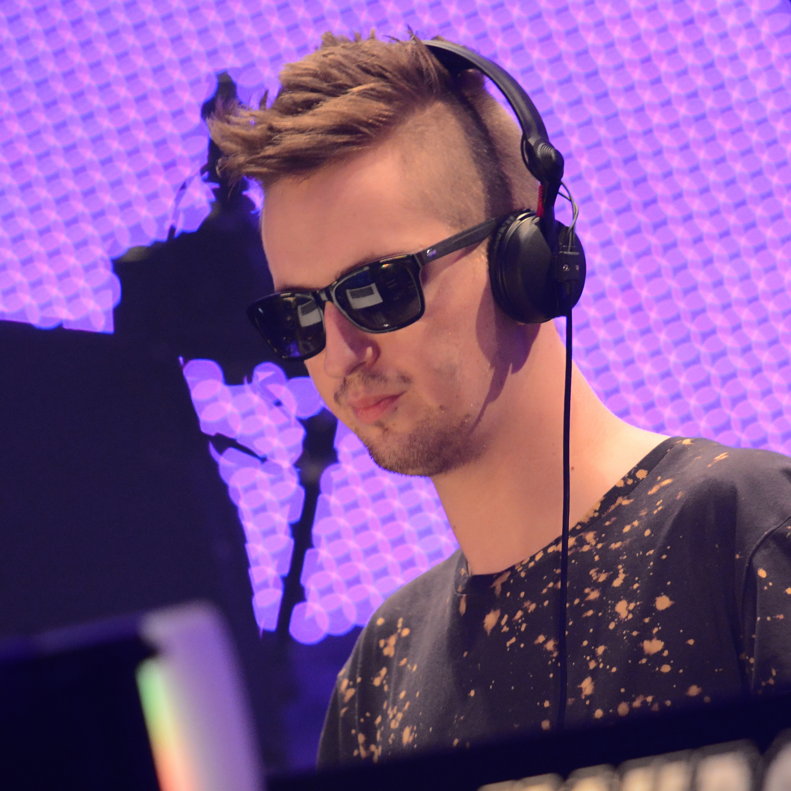 The 30-year old son of father (?) and mother(?), 175 cm tall Robin Schulz in 2017 photo